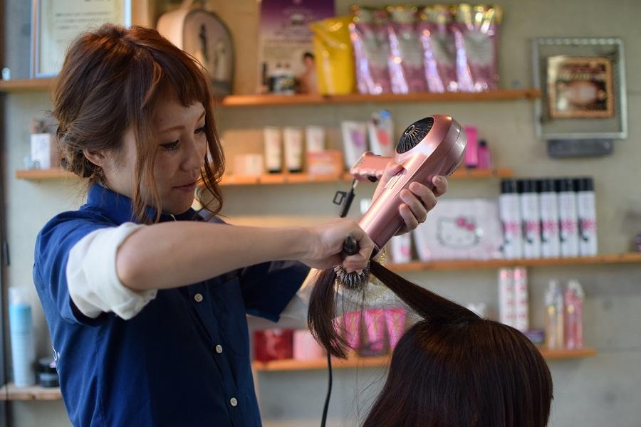 訪問美容の全国チェーン「髪人(かみびと)」KamiBito