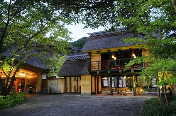 かやぶきの郷 薬師温泉 旅籠 (株式会社エコ計画)